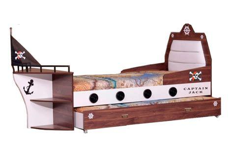 piratenbett kinderzimmer piratenbett kinderbett pirat kinderbett schiffsbett