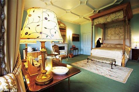 bedroom design grantham lord lady grantham s bedroom downton abbey pinterest