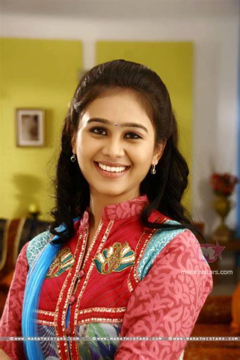 mrunal dusanis marathi actress photos wallpapers biography mrunal dusanis biography auto design tech