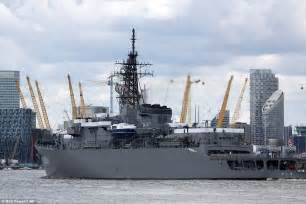 ship japan japanese navy ship squeezes under tower bridge and sails
