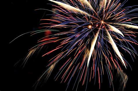 imagenes figurativas artificiales imagen de fuegos artificiales festejando a 241 o nuevo foto