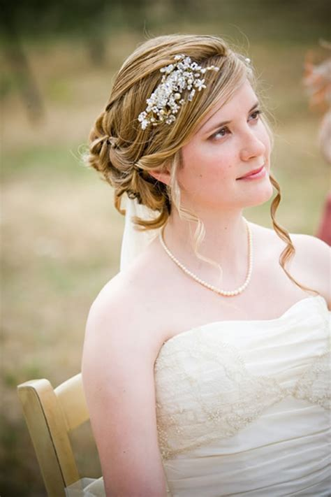ideas and suggestions for bridal hairstyles with modern and accessories stylish