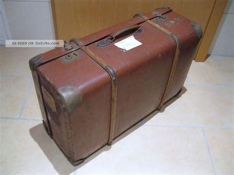 alter reisekoffer alter reisekoffer mit holzbeschlag aus hartpappe