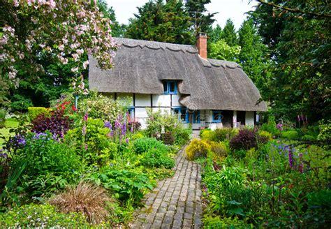 moderne trditionele tuinen english village cottage stock image image of gardens