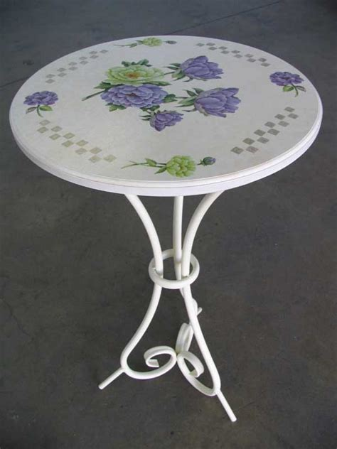Decoupage Table Top - decoupage on wood table top