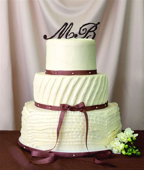 How To Decorate A Wedding Cake Without Fondant