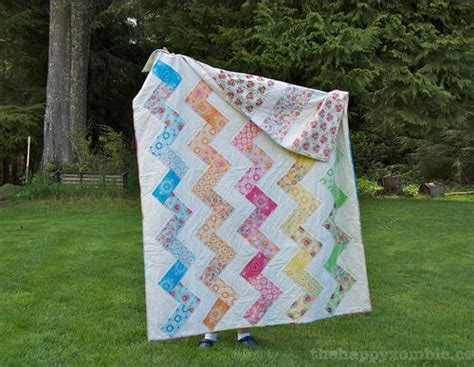 super zig zag quilt pattern super spring zig zag quilt favequilts com