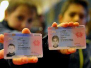 controllare il permesso di soggiorno passaporto italiano e permesso di soggiorno a confronto