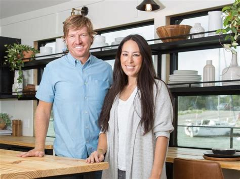 houseboat chip and joanna gaines fixer upper makeover turn an old houseboat into a home