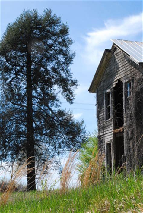 free old farmhouse 1 stock photo freeimages.com