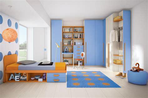 armadi da cameretta cameretta per bambini colorata con un letto e cabina