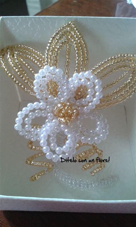fiore con perline elegante fiore di perle e petali di perline oro feste