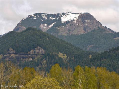 the columbia river table mountain washington