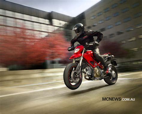 Motorrad Fahren Englisch by Hintergrundbilder Auto Fahrzeug Rennen Ducati