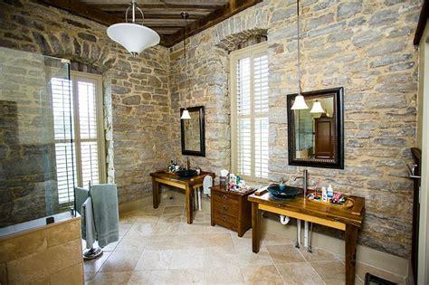 arredo bagno legno naturale bagni in pietra suggerimenti originali per il