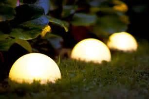 Bien Lampe Solaire Jardin Ikea #4: gartenbeleuchtung-ideen-solar-kugel-rasen.jpg