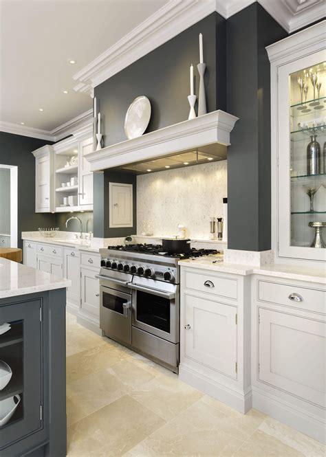 Sleek Painted Kitchen   Tom Howley