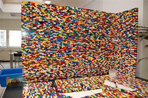 Wandtattoo Kinderzimmer Lego by Npire Uses 55 000 Legos To Create A Funky Pixelated Wall