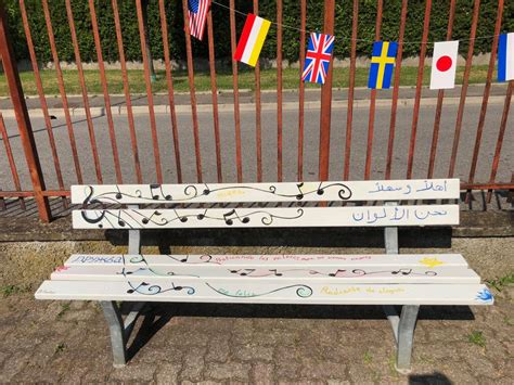 la panchina successo per la quot panchina artistica quot contro la violenza