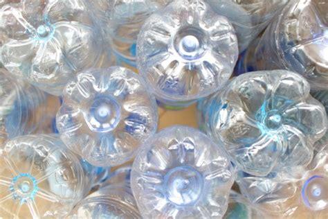 vasi con bottiglie di plastica come realizzare vasi da fiori dalle bottiglie di plastica