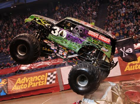 grave digger 30th anniversary monster truck grave digger wallpaper wallpapersafari