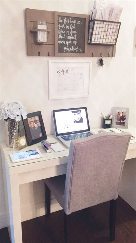 Desk In Small Bedroom 25 Best Ideas About Small Office Decor On Pinterest Small Bedroom Office College Bedroom