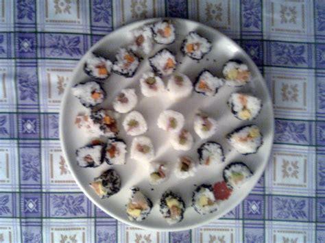 cucinare il riso per sushi sushi meshi preparazione riso per sushi pesce