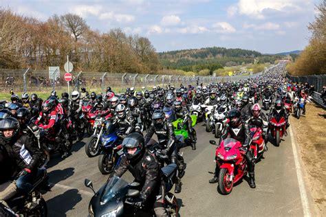 Motorradtreffen Nrw 2018 by Motorcyclists Mass Rev Up N 252 Rburgring