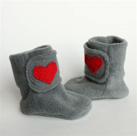 Fleecy Dd Befleecy Dd Bpom Ic valentines fleece baby booties made from a la flickr