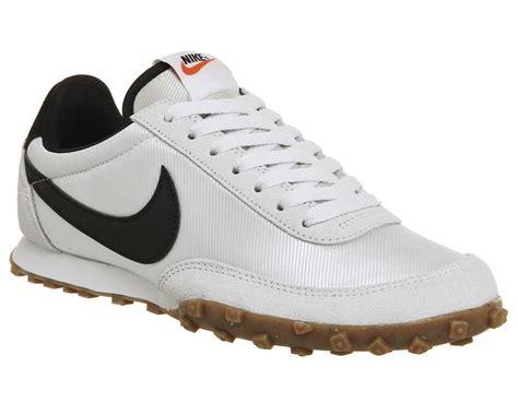 Sepatu Sport Nike Waffle Trainer Black White nike waffle racer white black unisex sports