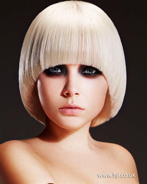 what is a convex hair cut solid form with diagonal back line haircut hair cuts
