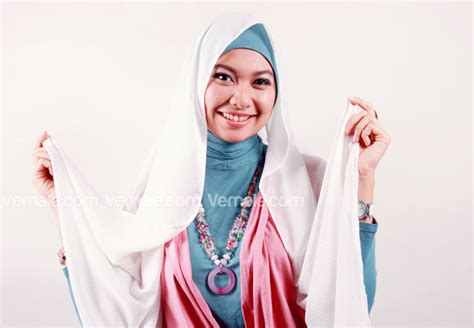 tutorial jilbab pashmina chiffon cara memakai jilbab pashmina chiffon praktis cara