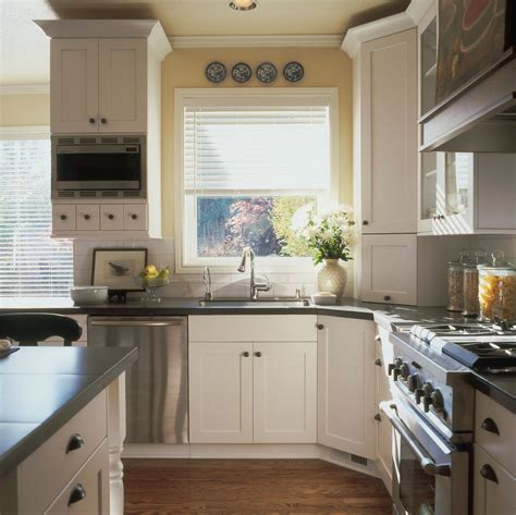 antique looking kitchen cabinets classic retro style kitchen designs my kitchen interior mykitcheninterior