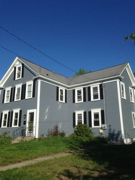 white house custom color mastic carvedwood vinyl siding in wedgewood with