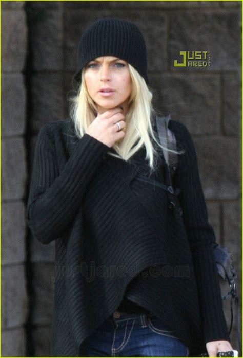 Lindsay Lohan Out Of Rehab by Lindsay Lohan Checks Outta Rehab Photo 643051 Dina
