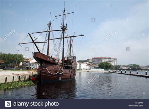 barco pirata vila do conde una r 233 plica de un antiguo barco de vela amarrados en vila