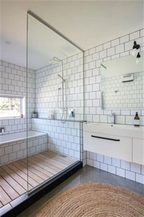 bathroom white and gray small bathroom dhanda32bit plus carrelage de m 233 tro blanc design and tout on pinterest