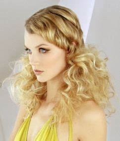 hairstyles with both curls and wrinkles for urban women best 25 curly bridesmaid hairstyles ideas on pinterest