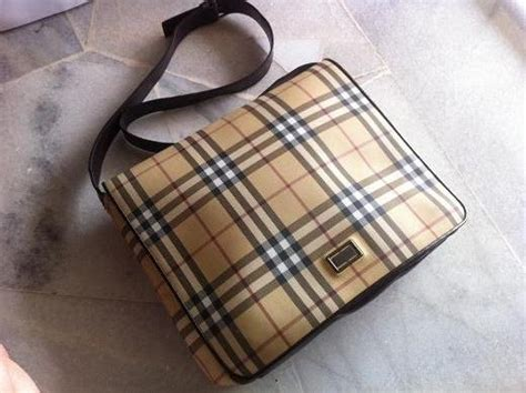131897 Cp Burberry 2 truly vintage burberry check unisex messenger bag