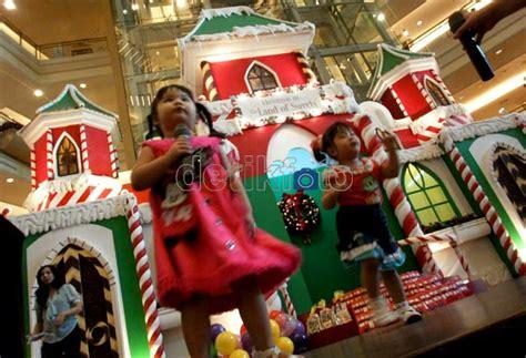 nonton film natal artikel unik asik gemuruh natal di pusat perbelanjaan