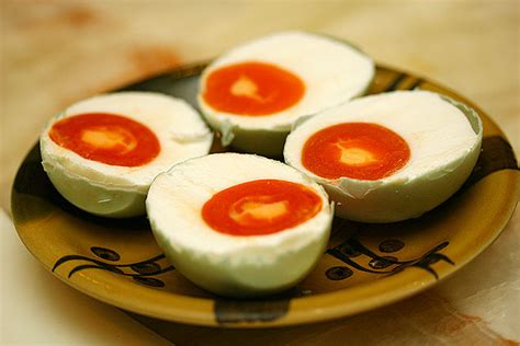 cara membuat telur asin yang lezat resep dan cara membuat telor asin cepat dengan abu gosok