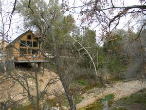 Treehouse Tx Sleep In A Treehouse Rental For A Unique Sky High