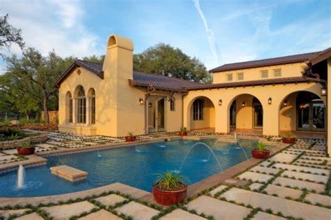 spanish style courtyards spanish interior design spanish style homes and