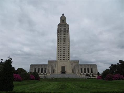 Louisiana State Capitol Pencil In Ceiling by The Pencil In The Ceiling Due To Bomb Explosion In