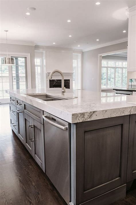 grey kitchen island 25 b 228 sta dark kitchen cabinets id 233 erna p 229 pinterest