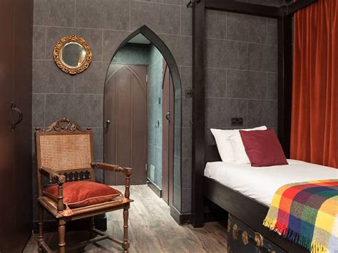 harry potter fans can now stay in hogwarts themed hotel