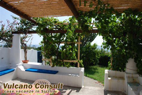 terrazzi attrezzati casa ivona spiaggia grande a stromboli 5 person id223