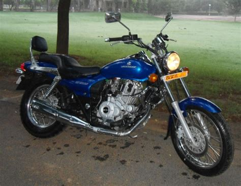 bajaj avenger 220cc bike bike reviews a review on the bajaj avenger 220cc dtsi by