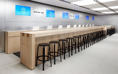 Apple Store Tables by Apple Testing Increased Genius Bar Table Size For Some