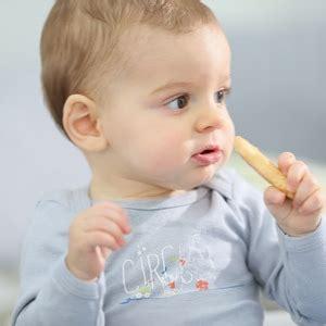 10 mesi alimentazione neonato a 10 mesi cose da sapere